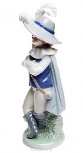 """Статуэтка """"Мальчик в костюме мушкетера""""."""